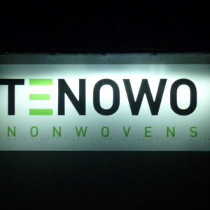 Schild-Lichtanlage-Tenowo-Konstrukta-Werbetechnik
