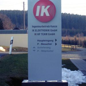 Werbepylon-gerade-Kunze-Ingenieure-Hammerbruecke-Konstrukta-Werbetechnik